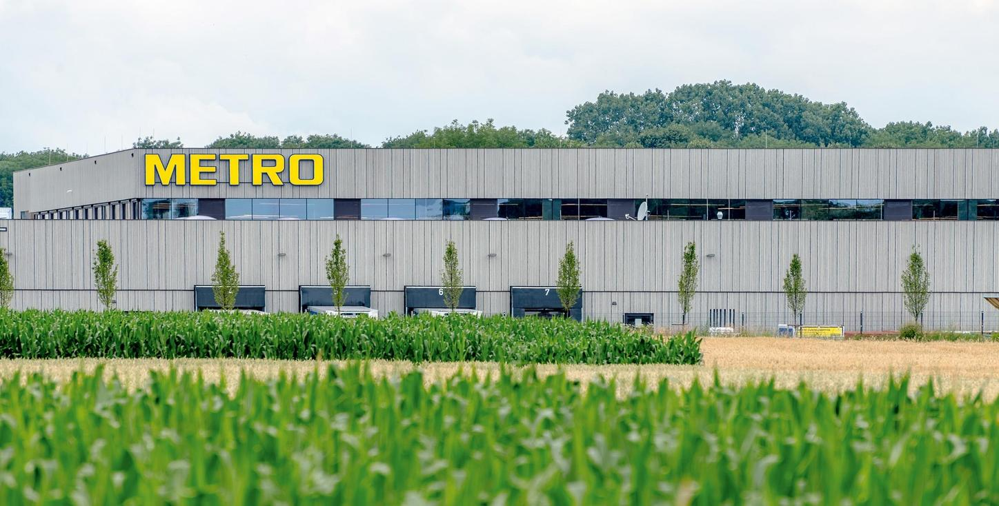 The picture shows the Metro zero-energy operating building.