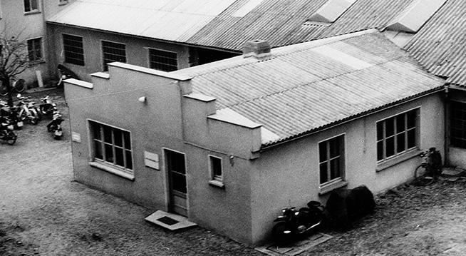 Das Bild zeigt das Verwaltungsgebäude der Produktion in Allendorf (Eder) um 1938
