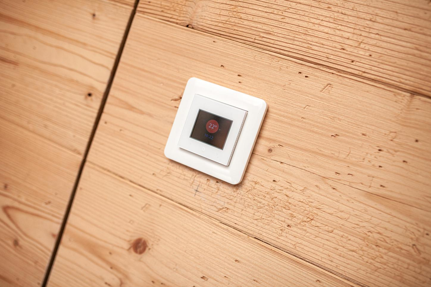 The image shows a room thermostat in Eric Frenzel's extension.