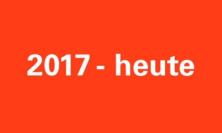 Das Bild zeigt eine rote Kachel mit der Aufschrift 2017-heute