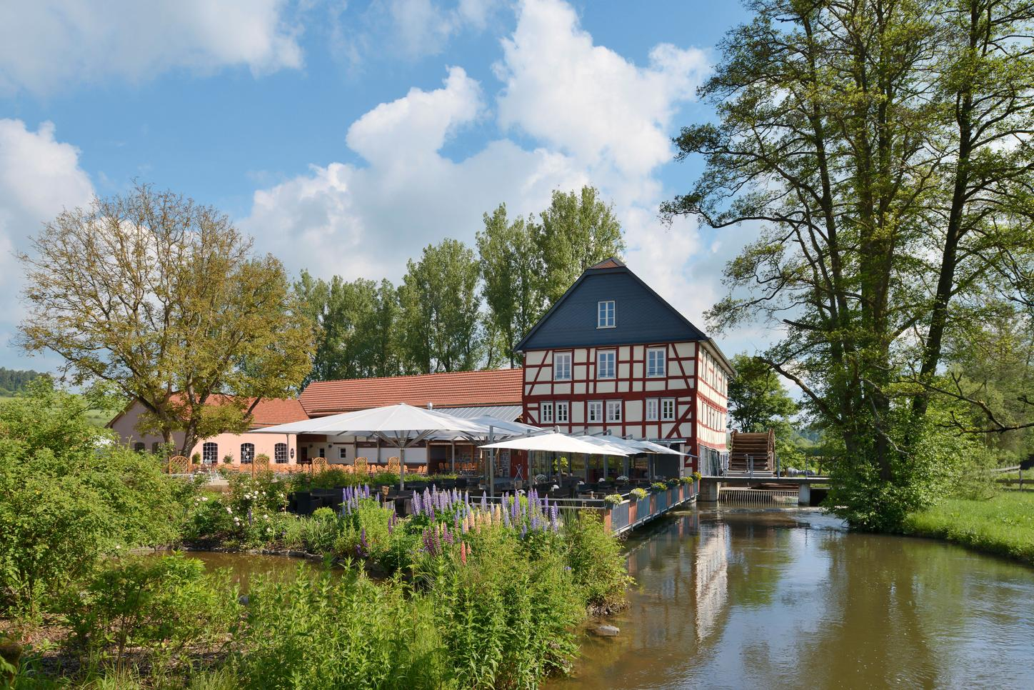 The picture shows the Walkemühle country estate