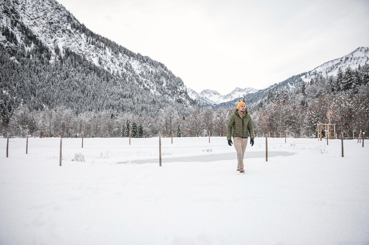 The picture shows the Nordic combined Johannes Rydzek in front of a wintry backdrop in Oberstdorf