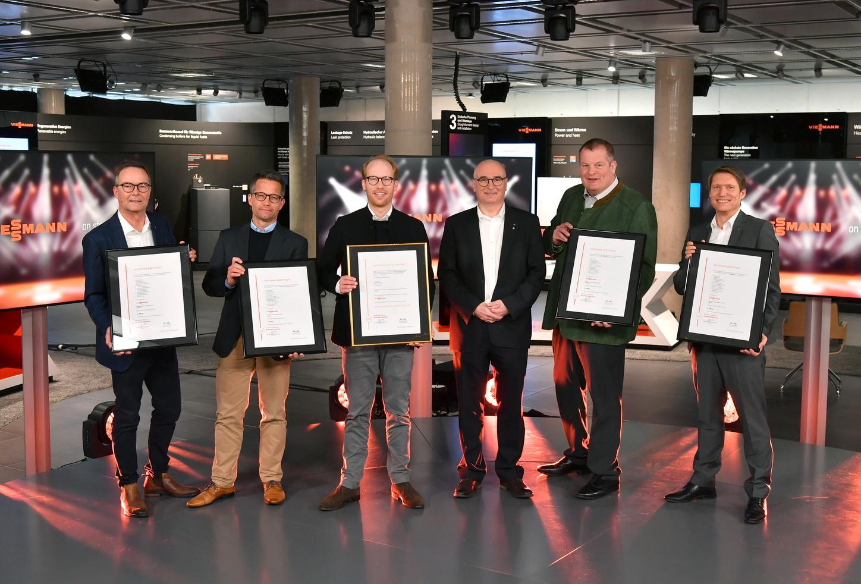 The image shows Max Viessmann, Dr. Markus Klausner, Thomas Heim, Frank Voßloh and Jörg Schmidt at the presentation of the Golden Partnership Certificate 2021.