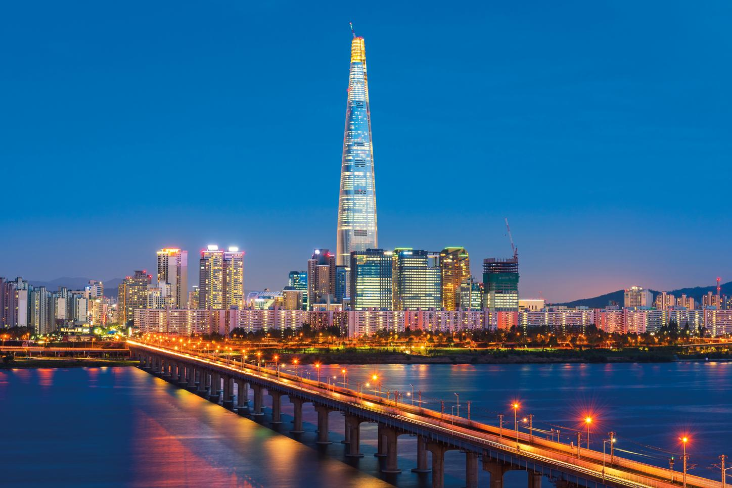 The image shows the Lotte World Tower.