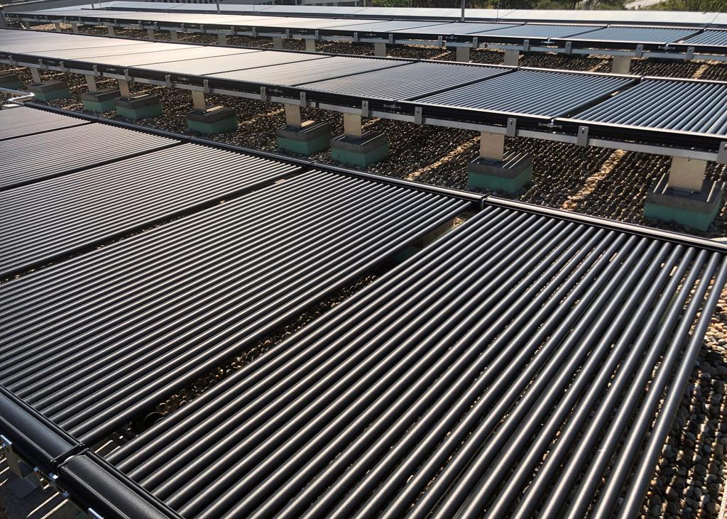 Das Bild zeigt eine zentrale Anlage Solar-Luftabsorber für Anergienetz.