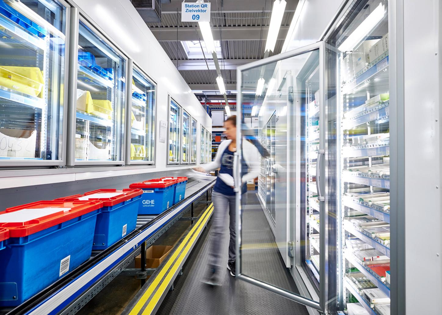 The picture shows a TectoCell cooling system from Viessmann in a supermarket.