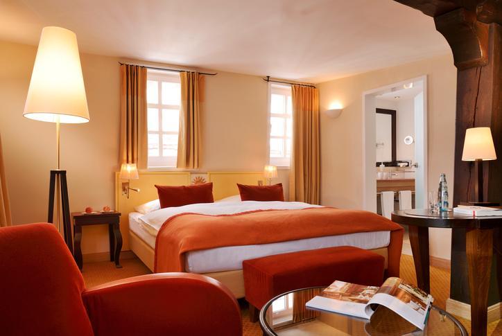 Das Bild zeigt eines der Zimmer im Hotel Die Sonne in Frankenberg