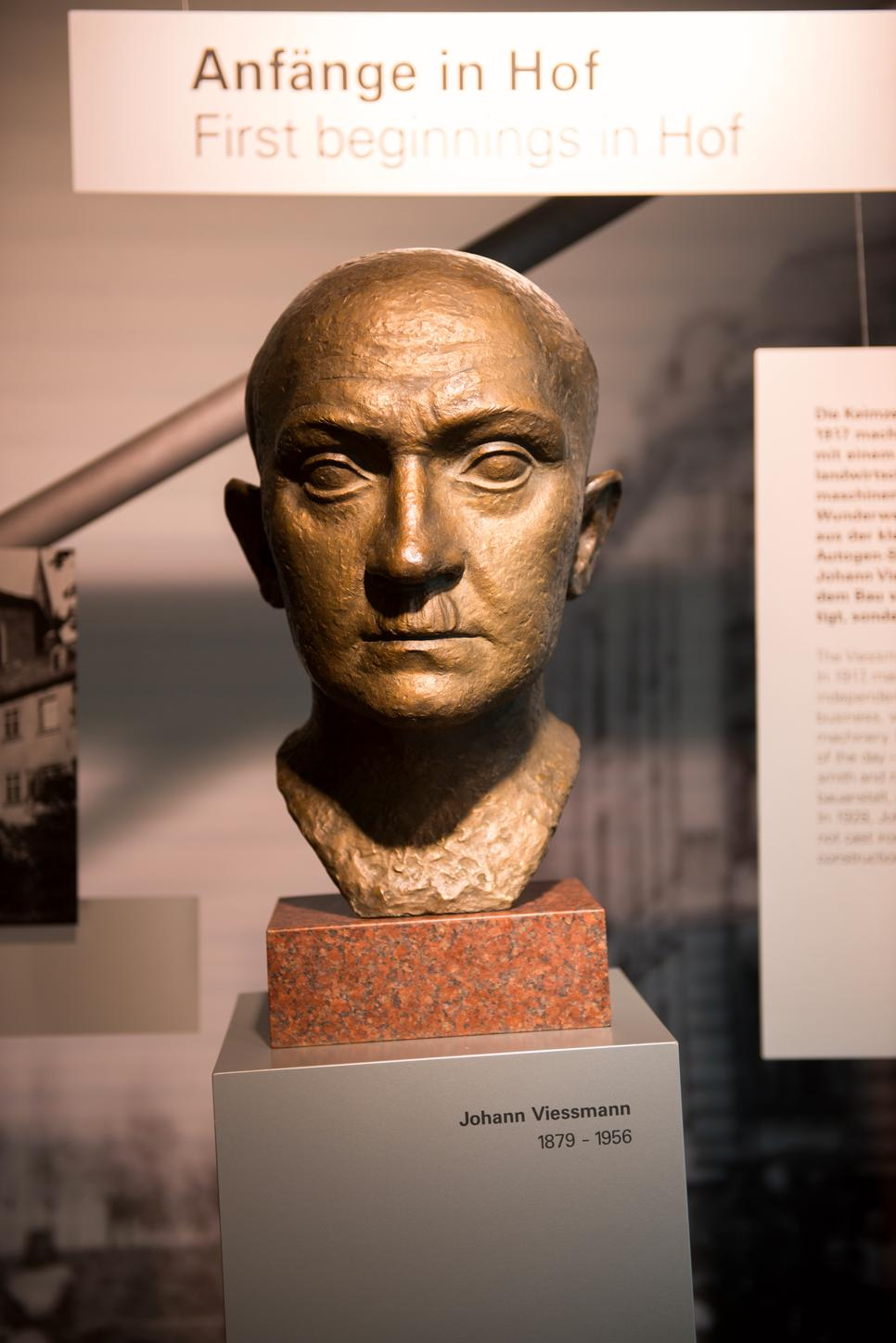 The picture shows a bust of Johann Viessmann.
