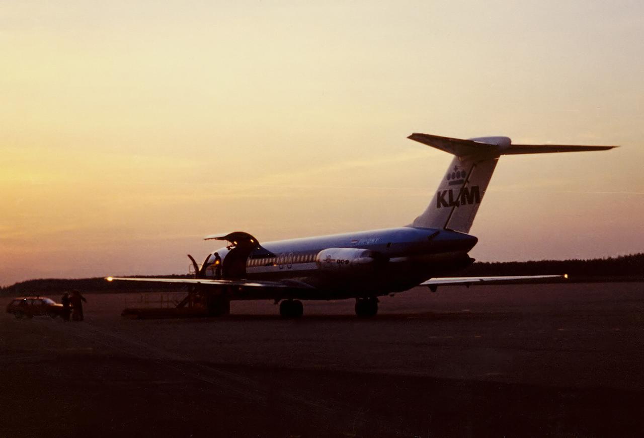 Ein DC-9 Frachter der KLM in Nürnberg.
