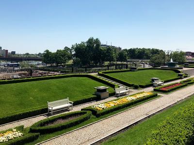Der Garten am Königsschloss.
