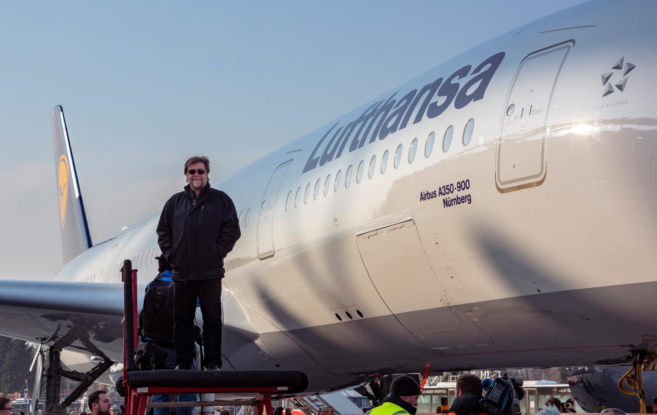 Vor der Nürnberg A350 bei der Lufthansa Präsentation und Erstflug des neuen Flugzeuges mit dem Patennamen Nürnberg.