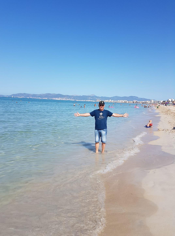 Christines Begleiter genoss die Sonne auf Mallorca.