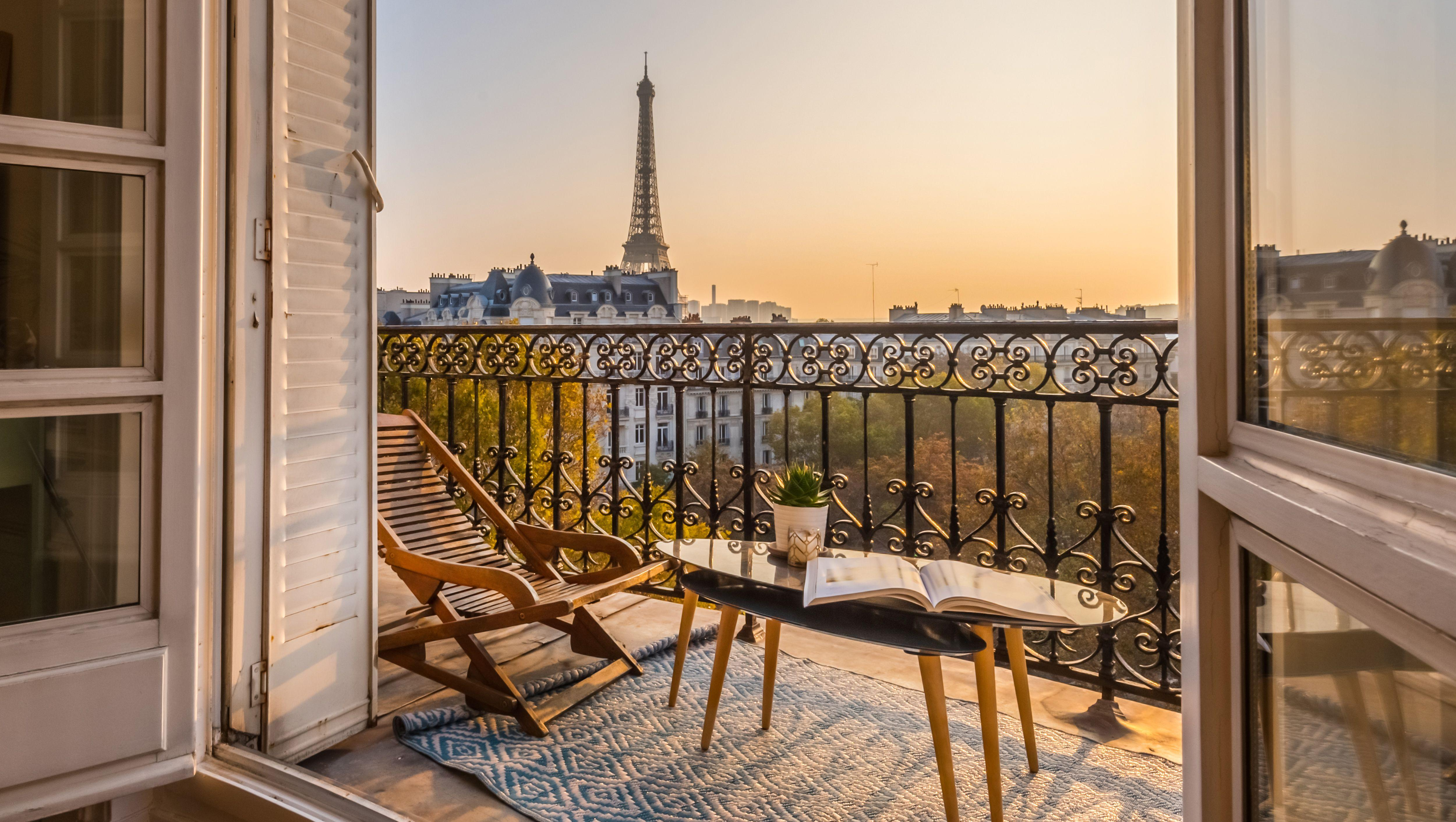 Blick vom Balkon zum Eiffelturm