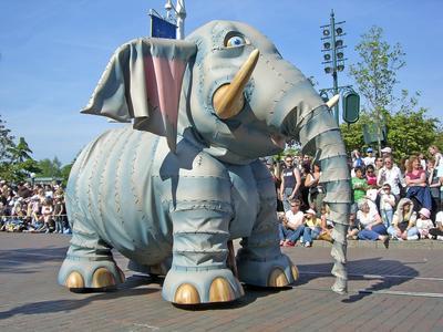 Die offizielle Disneyparade bringt Besucher zum Staunen.