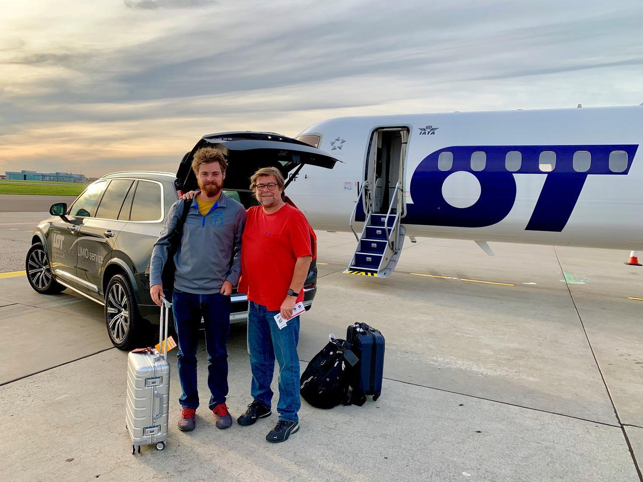 Wolfgang Gößwein mit Sohn (und Mitarbeiter) auf dem Weg von Warschau nach Nürnberg.