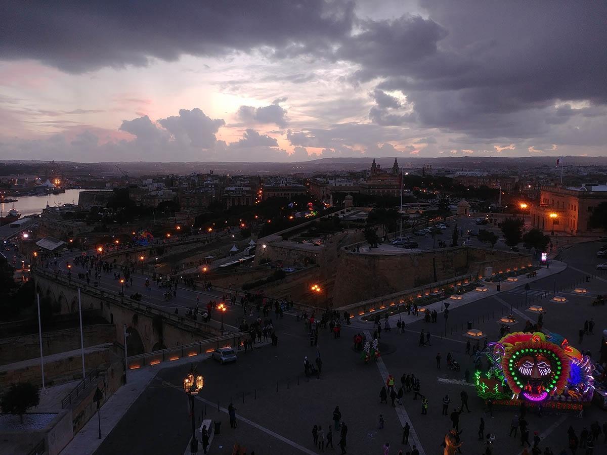 Maltas Hauptstadt Valletta am Abend.