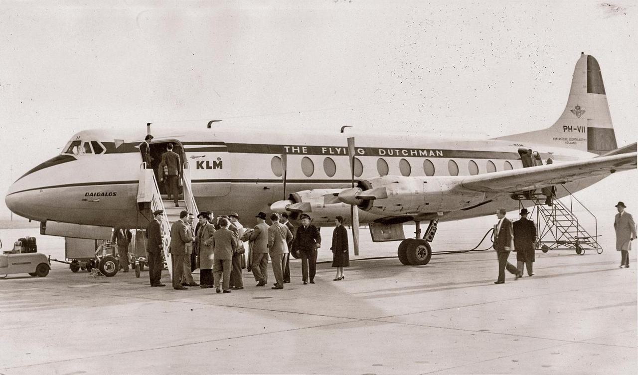 Mit einer Düsenpropellermaschine (Turboprop) vom Typ »Vikers Viscount 800« der KLM auf der Strecke Amsterdam- London begann am 1. April 1959 auch in Nürnberg das Zeitalter des planmäßigen Verkehrs mit Turboprop-Maschinen.