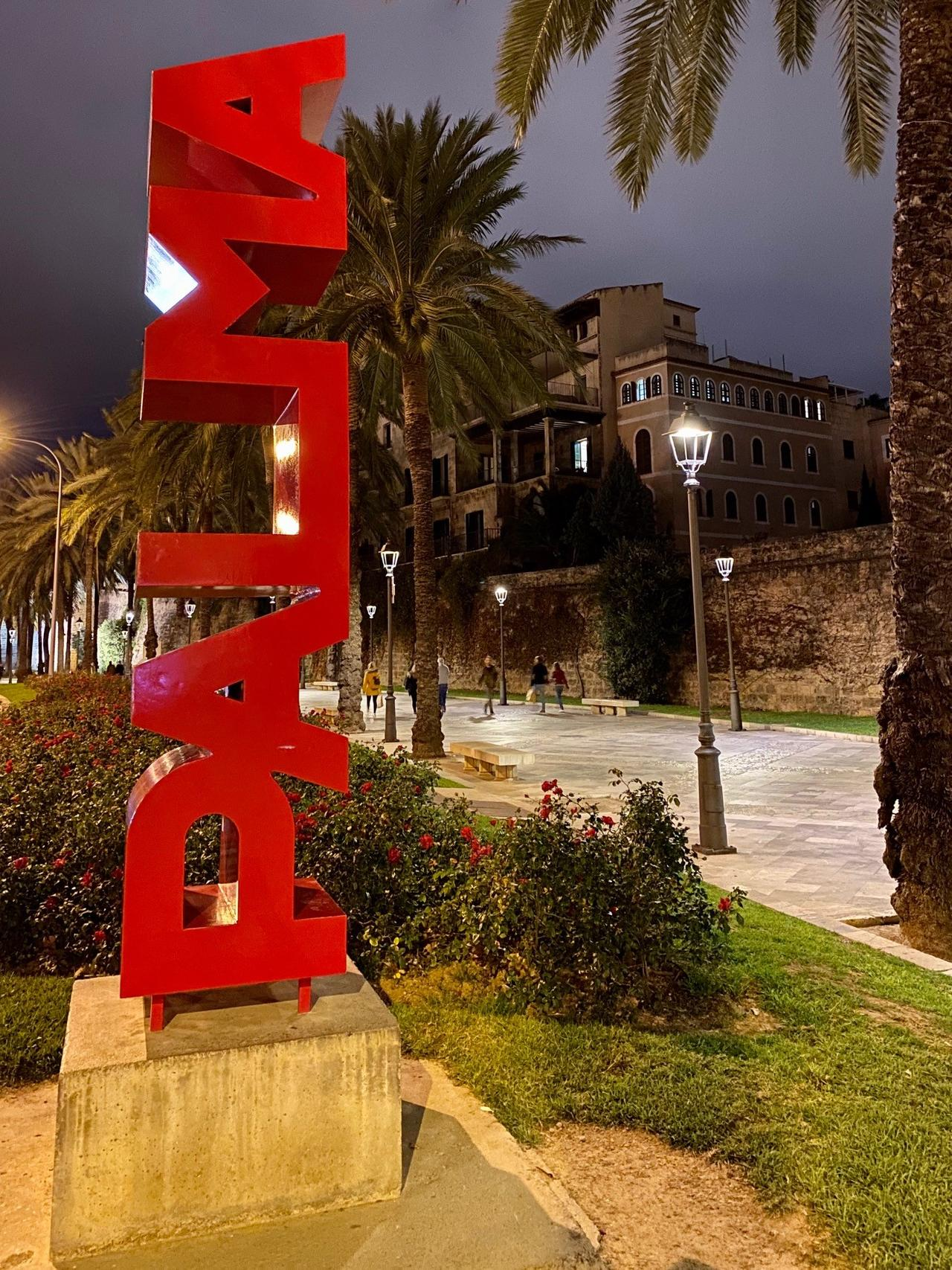 Beliebter Fotospot: Schriftzug in Palma