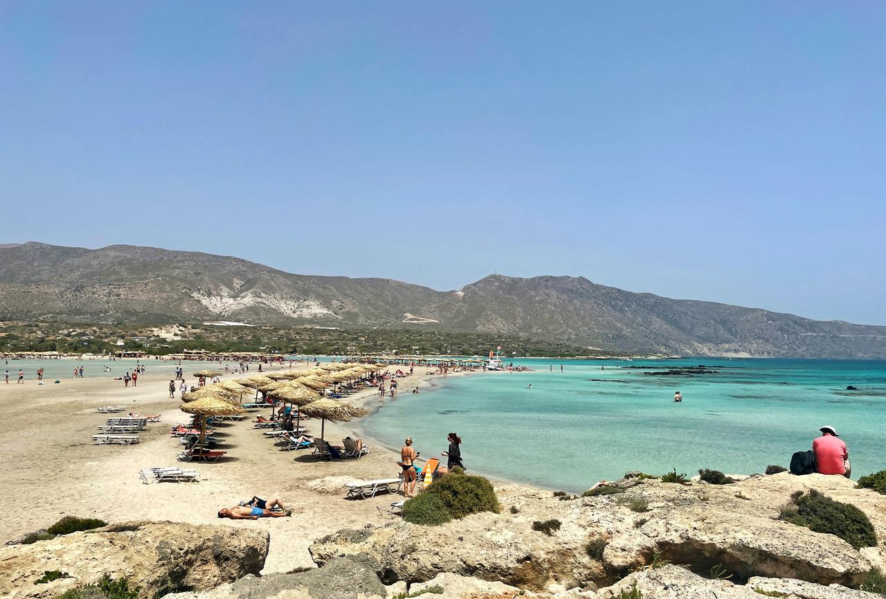 Der Strand bietet genug Platz für viele Besucher.