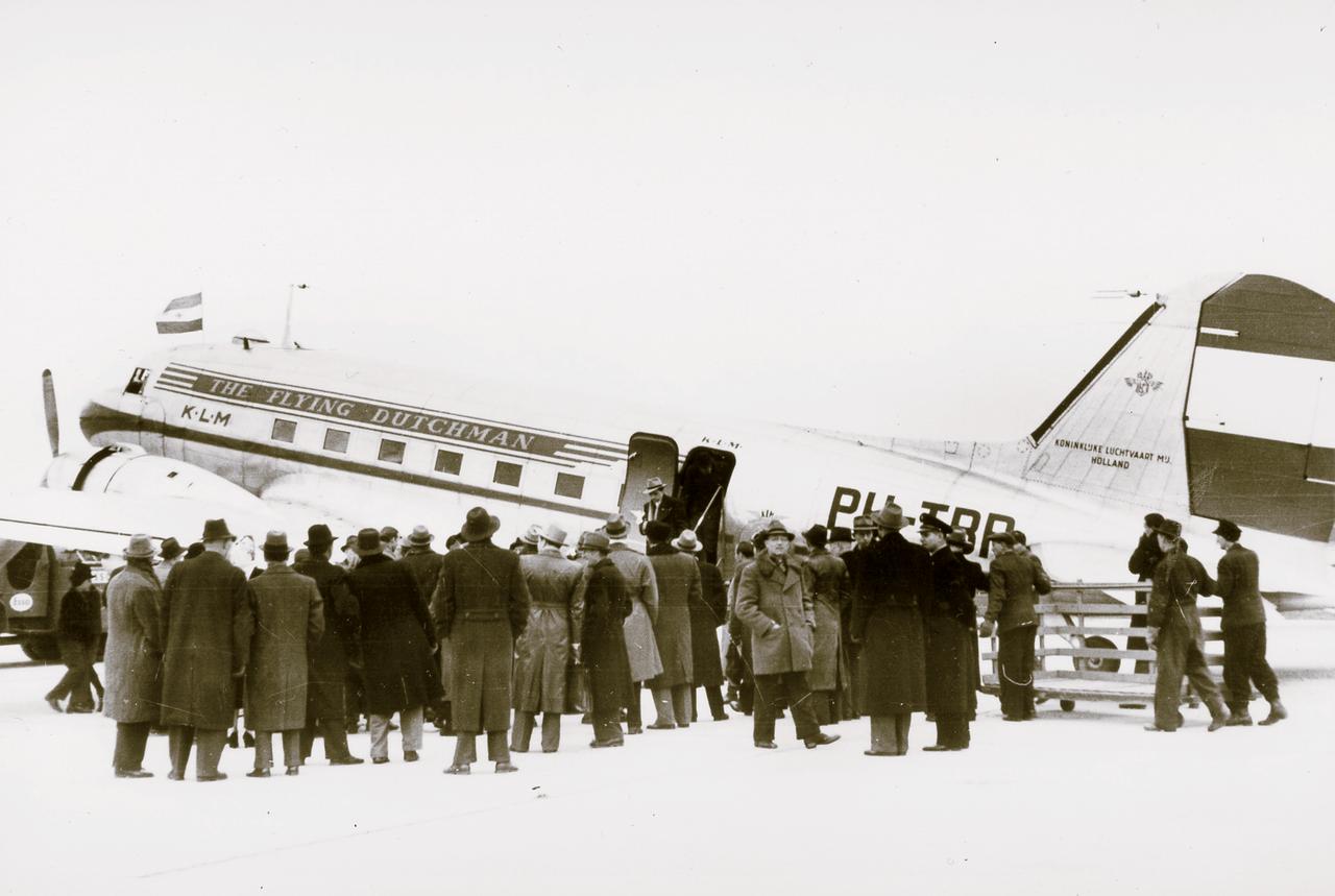 Erstflug der KLM auf dem Industrieflughafen Nürnberg-Fürth mit einer DC 3 am 2. Januar 1950.