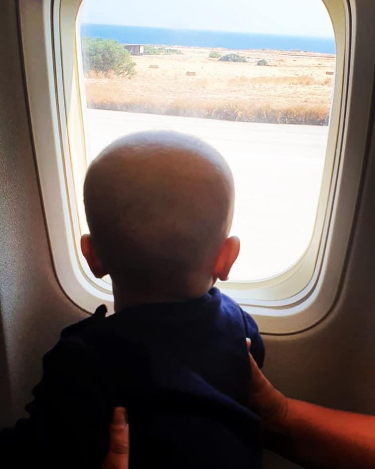 Anna-Lena schickte uns das Bild dieses kleinen Passagiers von ihrem Flug nach Kreta.