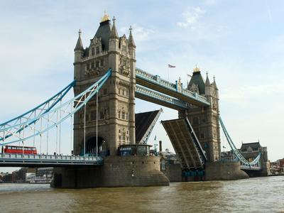 Blick auf Londons Tower Bridge