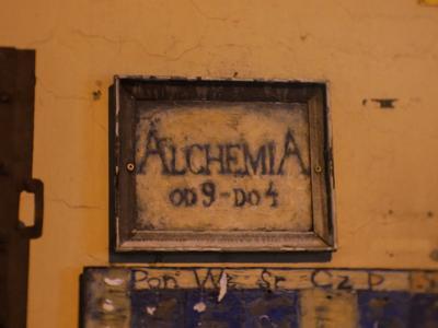 Türschild des ältesten Pubs im jüdischen Viertel.