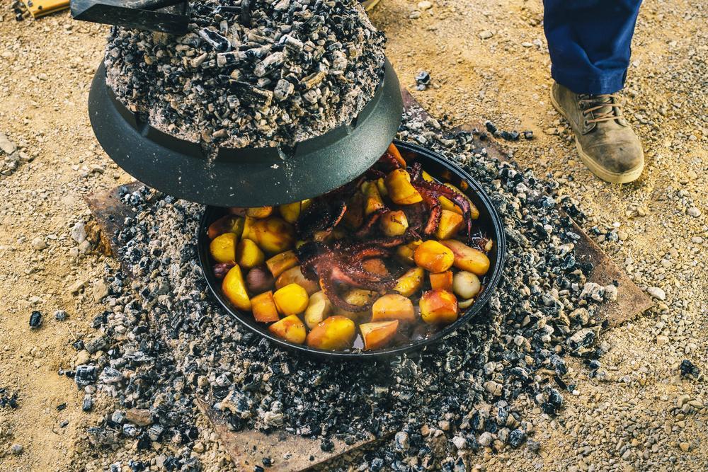 Ein traditioneller Grill: Die Peka.