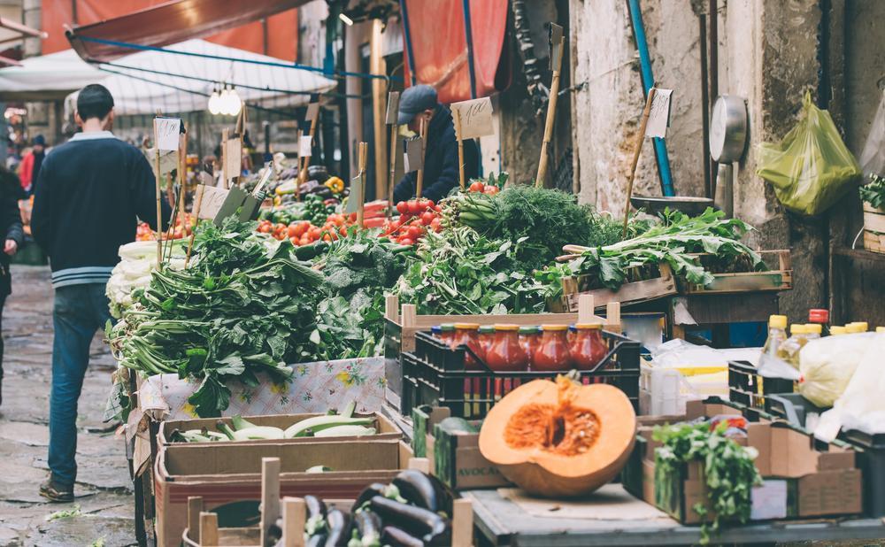 Obst und Gemüse auf dem Ballarò Markt in Palermo