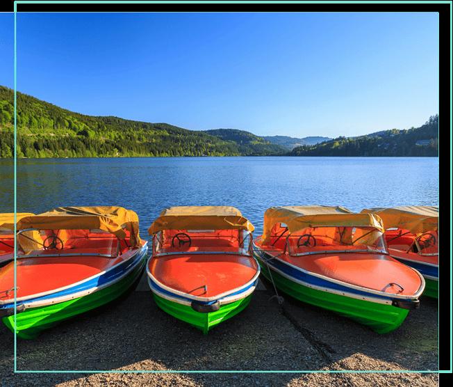 Titisee mit bunten Booten