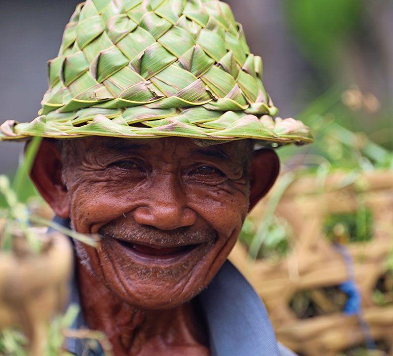 indonesien sprache berge und meer