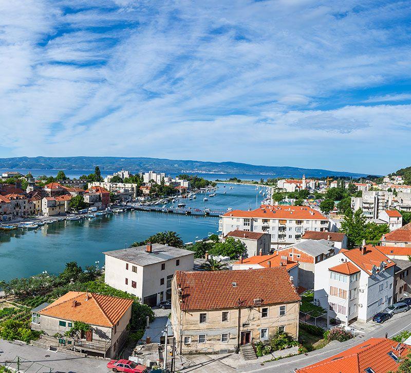 kroatien a omis kroatien mikhail berge und meer