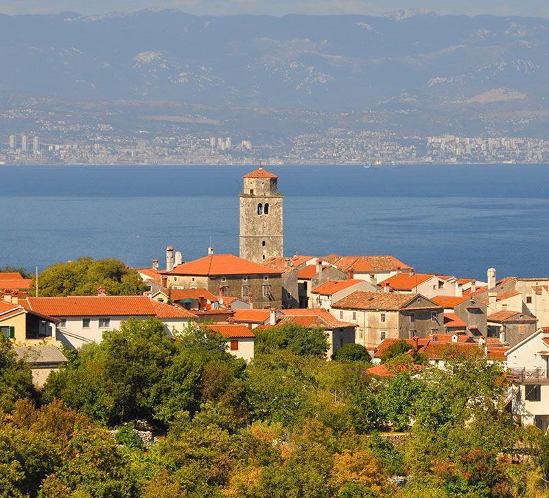 kroatien twoandonebuilding berge und meer