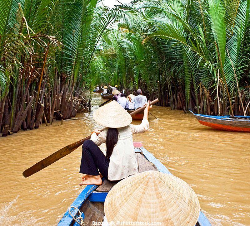vietnam gruppe boot berge und meer