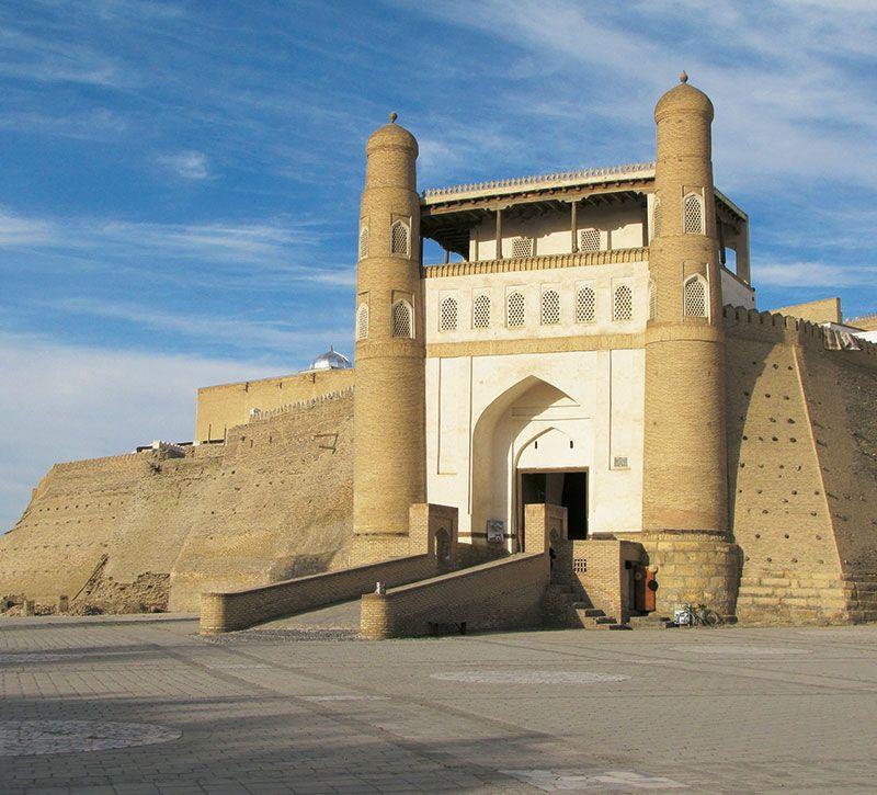 usbekistan zitadelle ark berge und meer