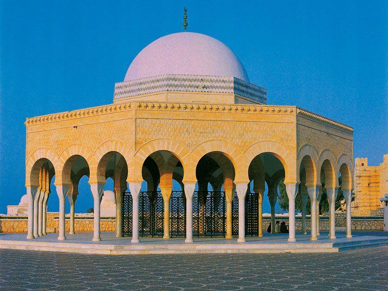 tunesien monastir moschee berge und meer
