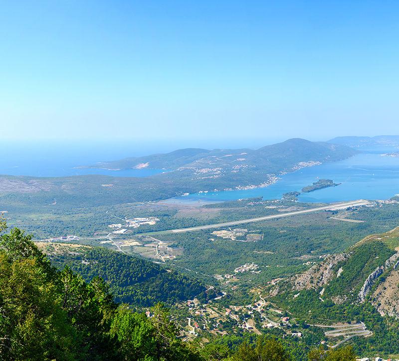 Montenegro Bucht von Kotor Luftbild  berge und meer