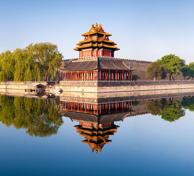 china-verbotene-stadt-in-peking-berge-und-meer