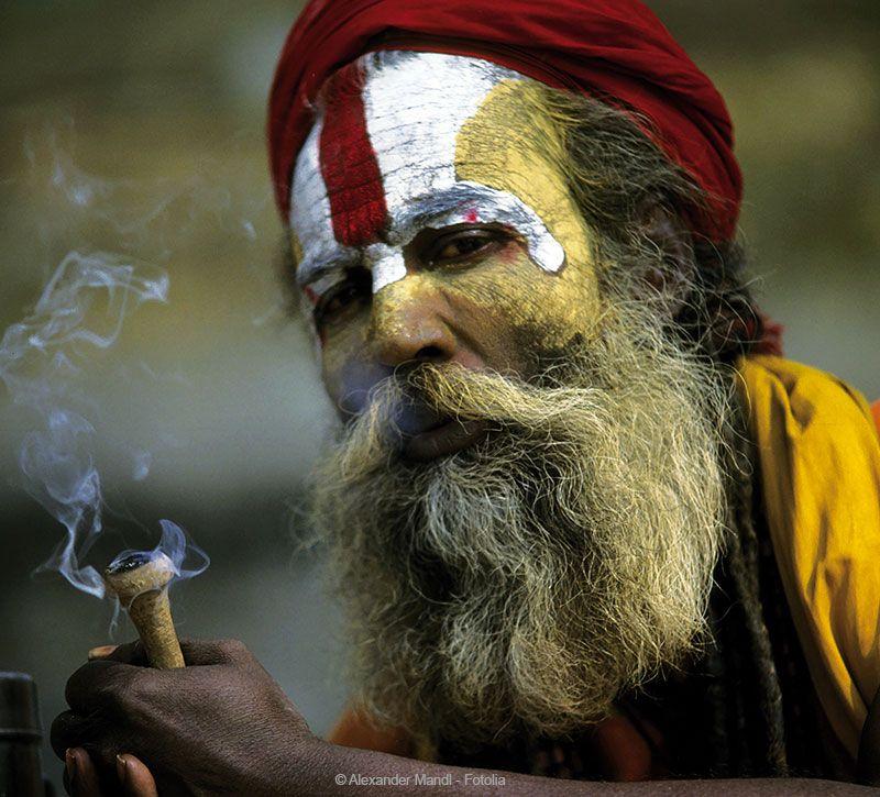 nepal heilger mann berge und meer