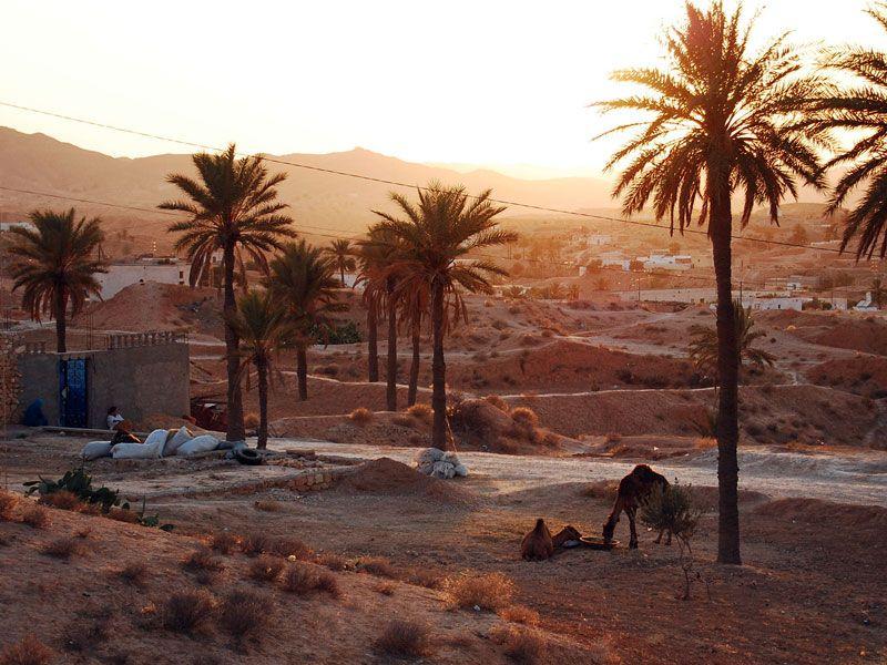tunesien matmata daemmerung berge und meer
