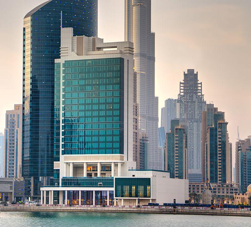 steigenberger gutschein Businessbay VAE Dubai aussen berge und meer