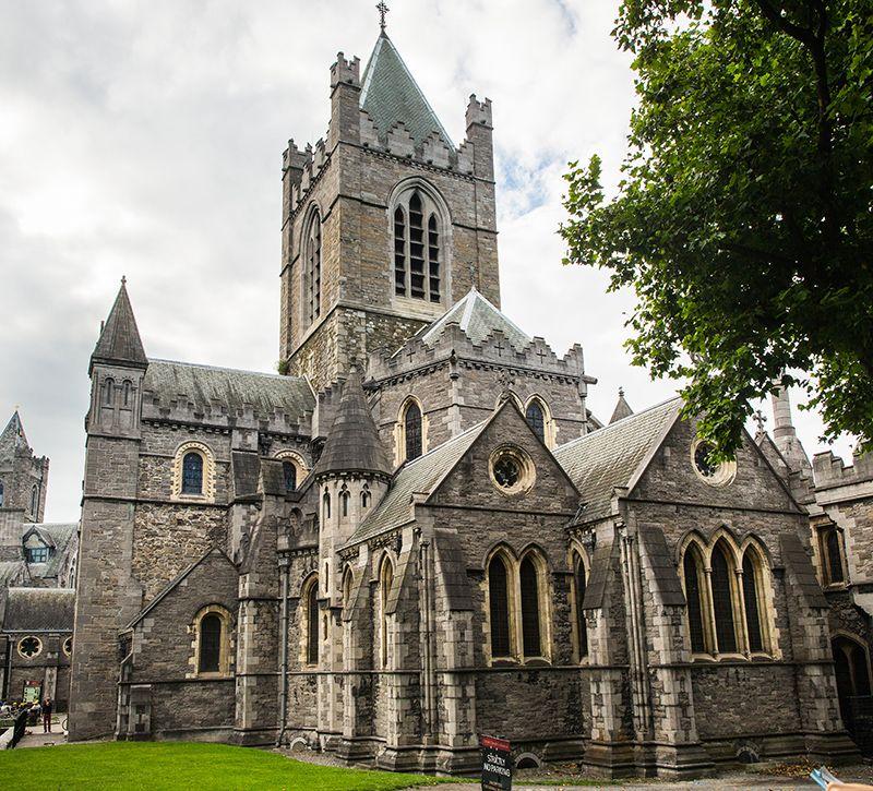 irland dublin berge und meer