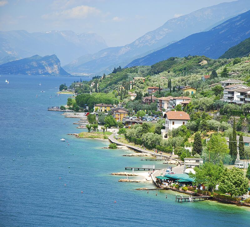italien ventien gardasee berge und meer