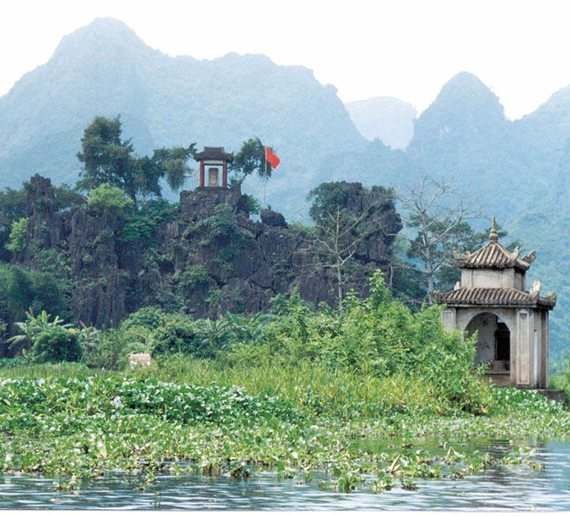 vietnam tempel berge und meer