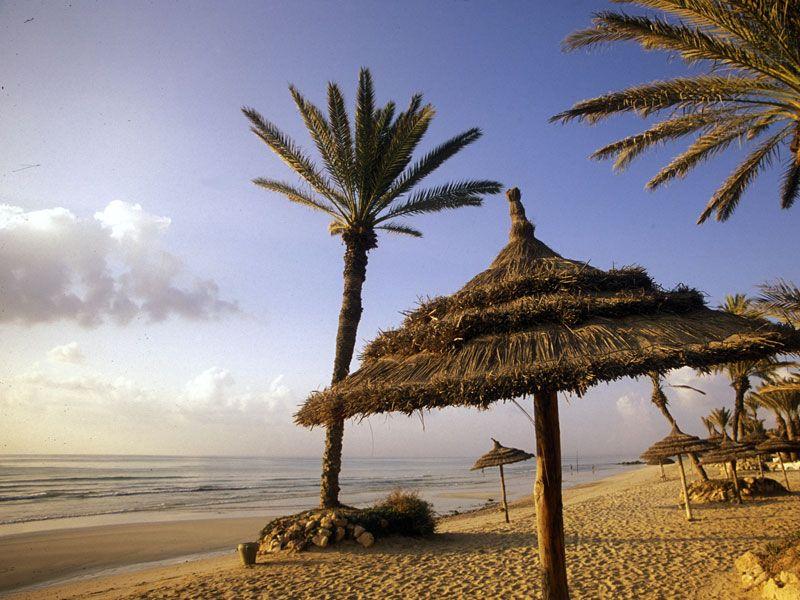 tunesien djerba strand berge und meer