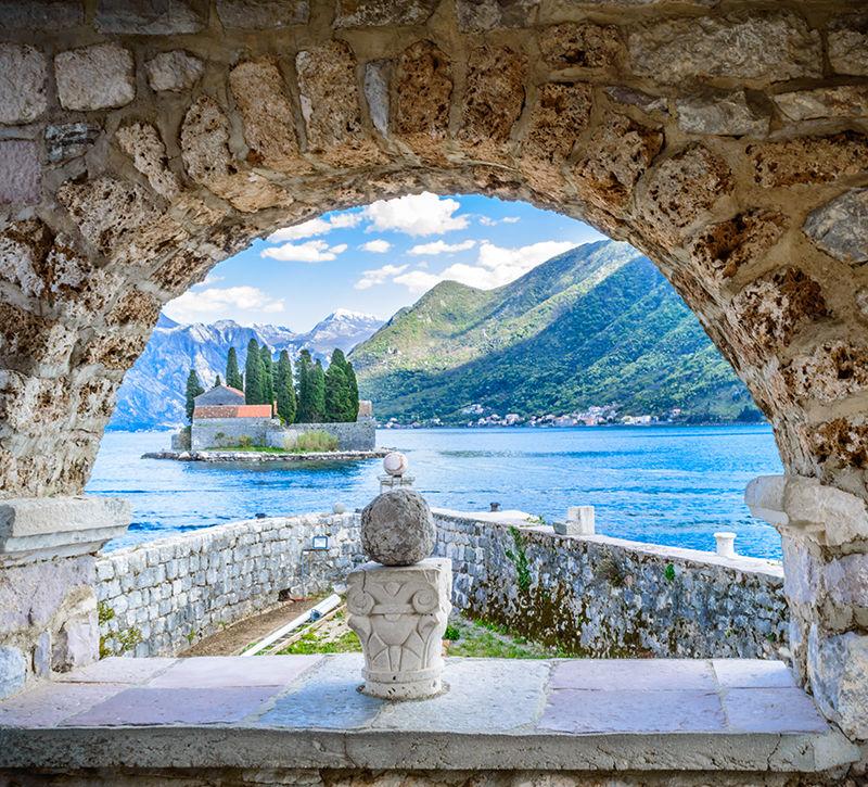 Montenegro Kotor  berge und meer