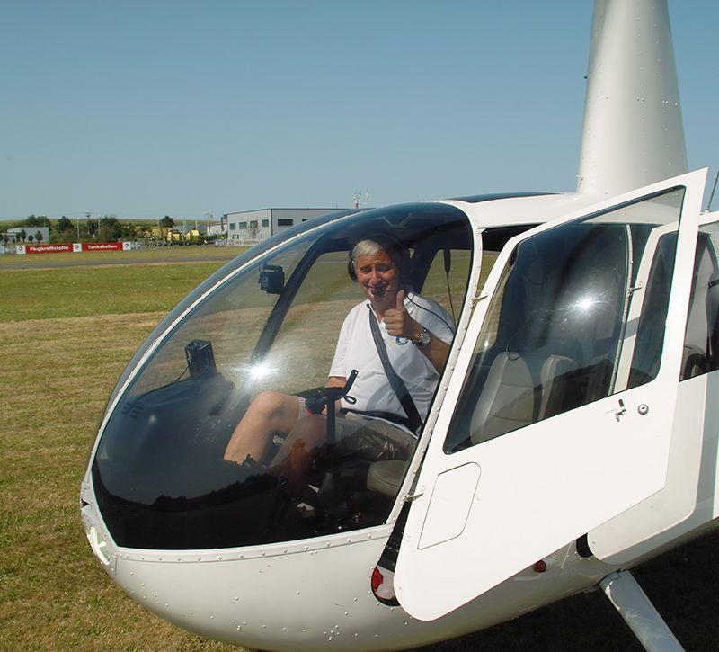 fuh Helikopterflug nah berge und meer