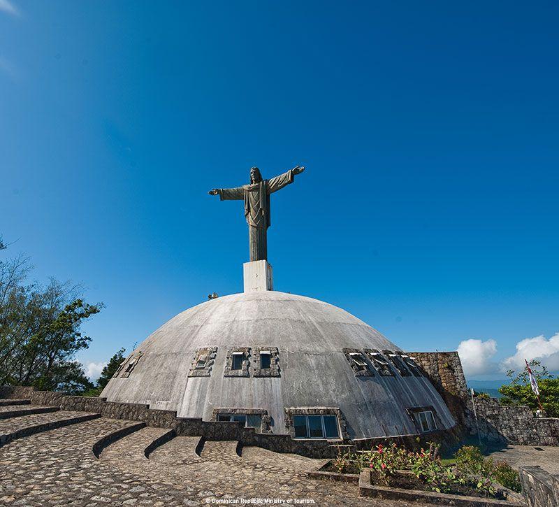 dominikanische republik statue berge und meer