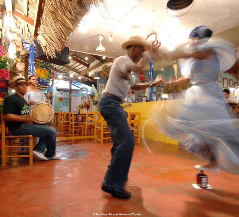 dominikanische republik tanz berge und meer