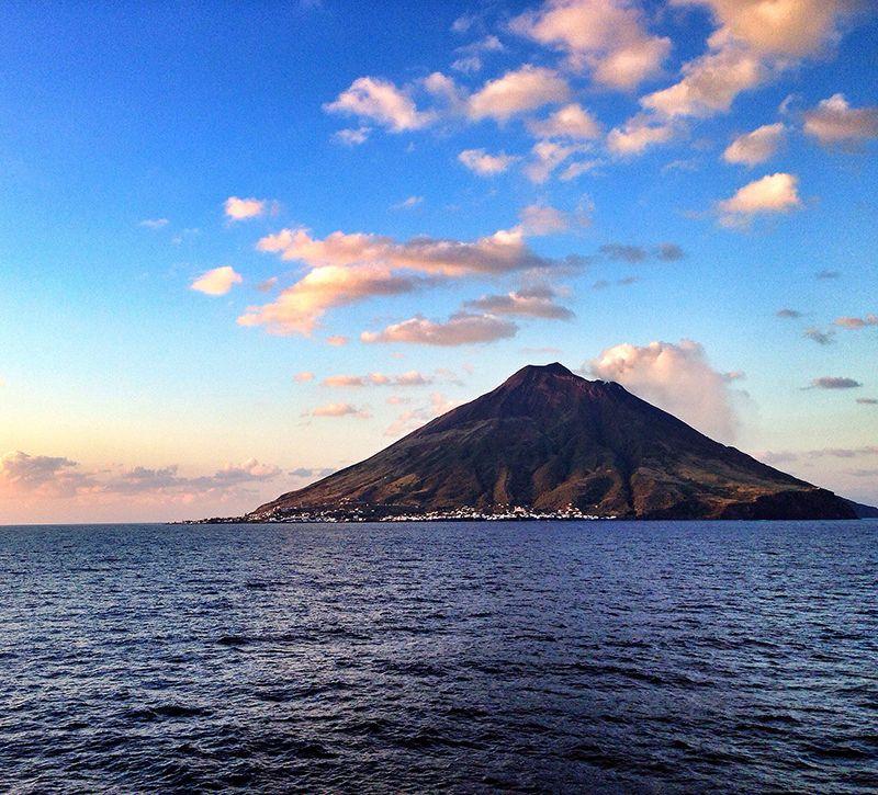Italien Kalabrien Liparische Inseln Strombo berge und meer